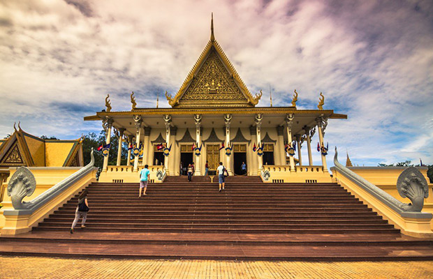 Best Phnom Penh City Tour (Royal Palace, Silver Pagoda, Independence Monument)