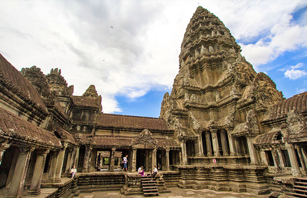Majestic Angkor Wat, Siem Reap and Tonle Sap Lake Tour