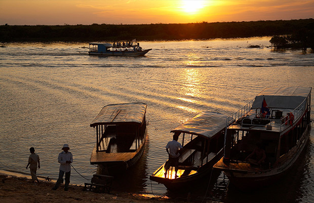 Tonle Sap Floating Village - Sunset Dinner Tour
